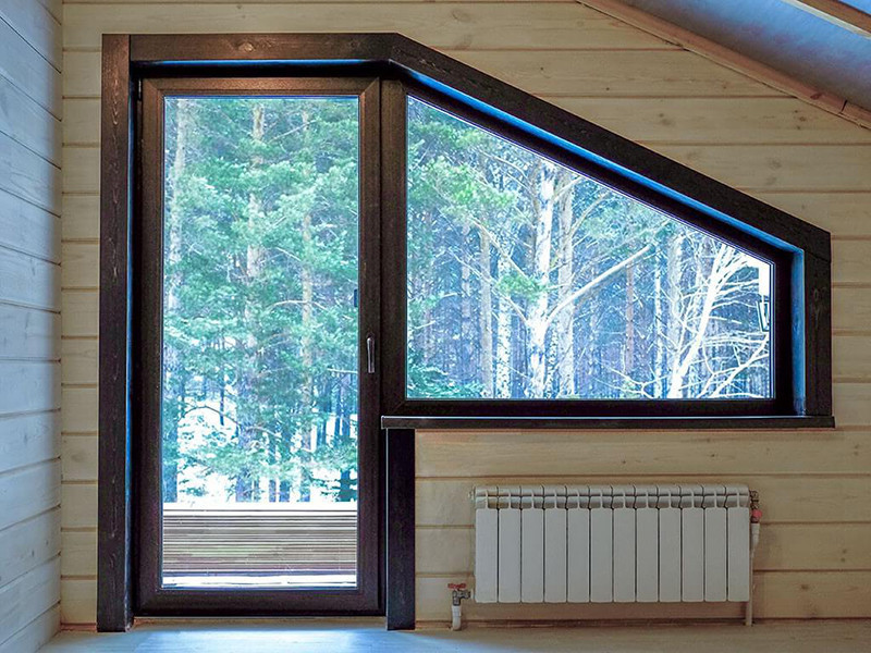 Трапециевидные окна в загородный дом