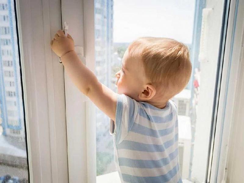 Установка детского замка на окна ПВХ