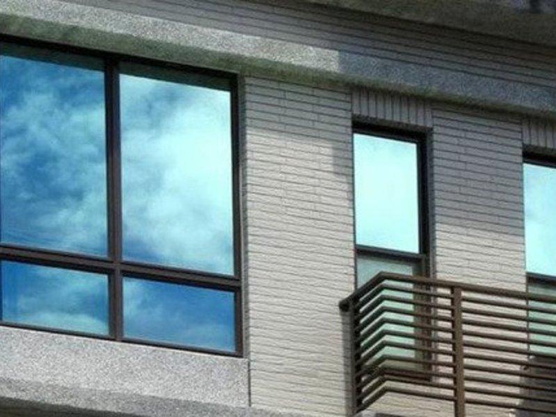 Зеркальная пленка на окна ПВХ