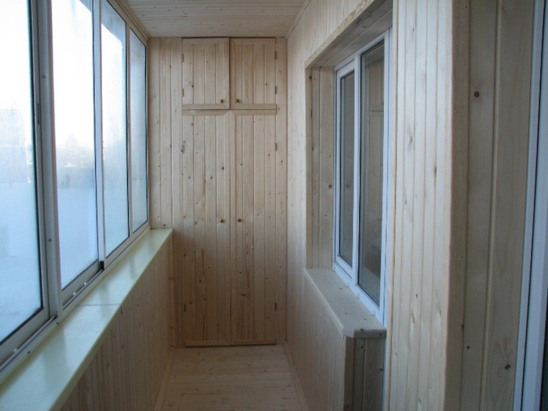 Остекление и комплексная отделка лоджий деревянной вагонкой в Москве и МО