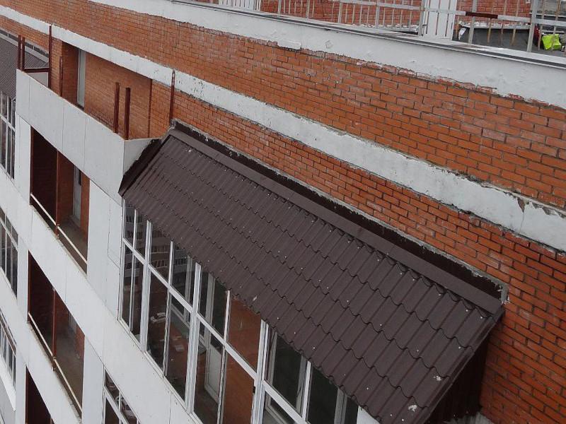 Монтаж крыш на балконах и лоджиях с покрытием металлочерепицей в Москве и Московской области