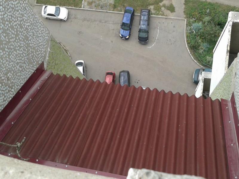 Установка и кровля крыши на лоджии и балконе в Москве и Московской области ондулином