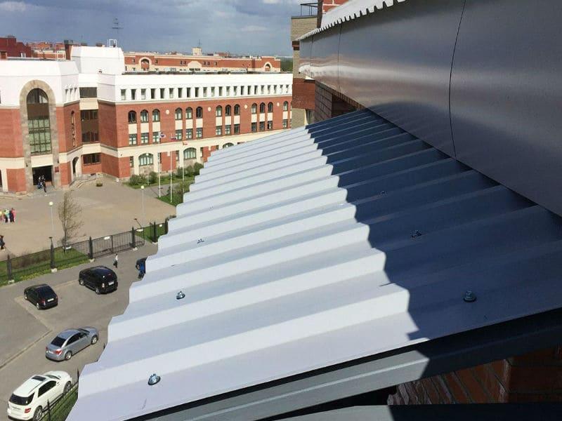 Монтаж профнастила на крышу балконов и лоджий в Москве и Московской области