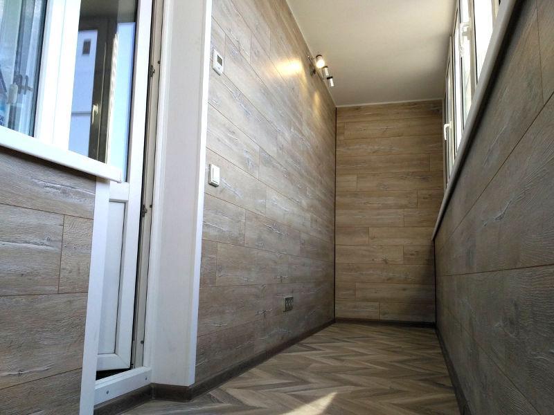 Монтаж пола из ламината на балконы и лоджии в Москве и Московской области