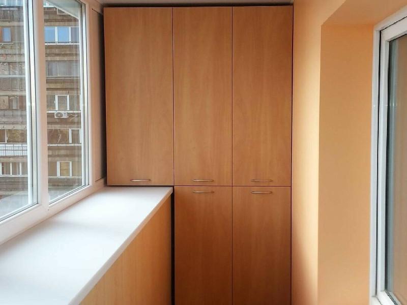 Монтаж встроенных шкафов на балконах и лоджиях в Москве и Московской области