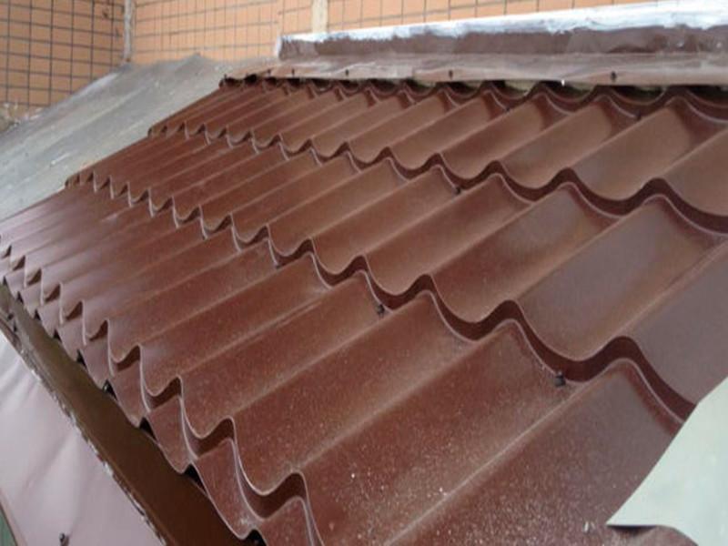 Монтаж крыши на балконе и лоджии с кровлей из  металлочерепицы в Москве и московской области