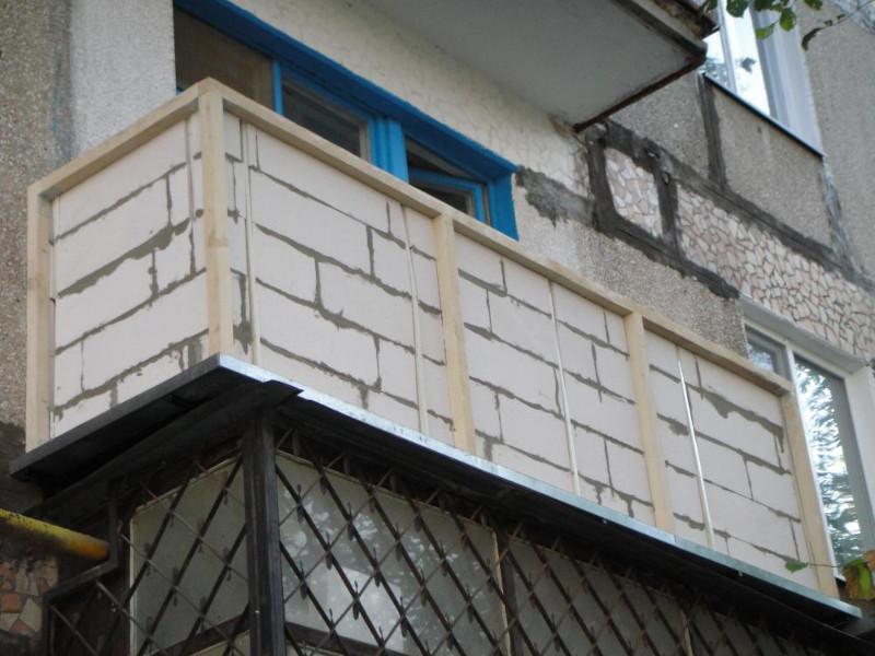 Кладка парапета на балконах и лоджиях в Москве и Мо