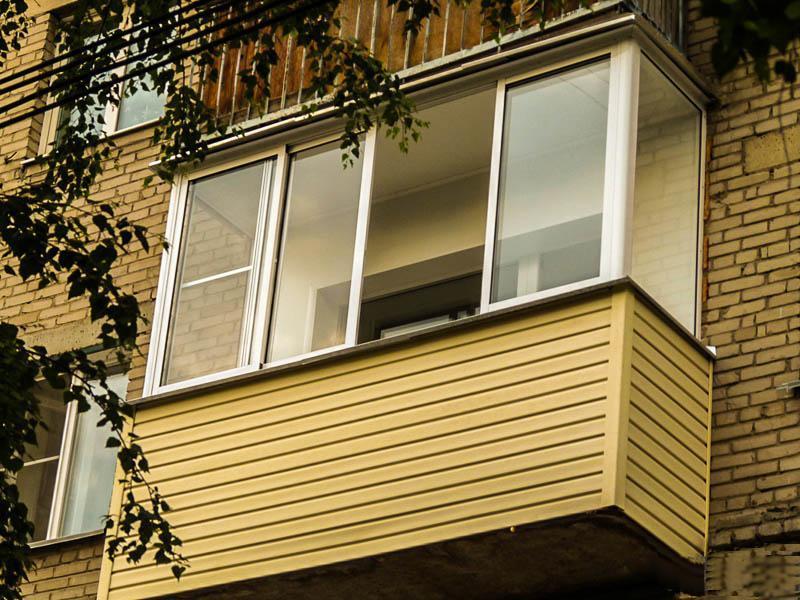 Отделка балконов и лоджий сайдингом снаружи