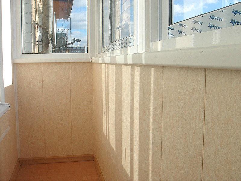 Отделка балконов стеновыми панелями ПВХ в Москве и Московской области