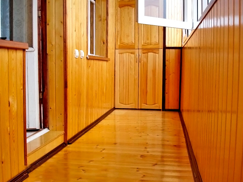 Отделка лоджии деревянной вагонкой в Москве и Московской области