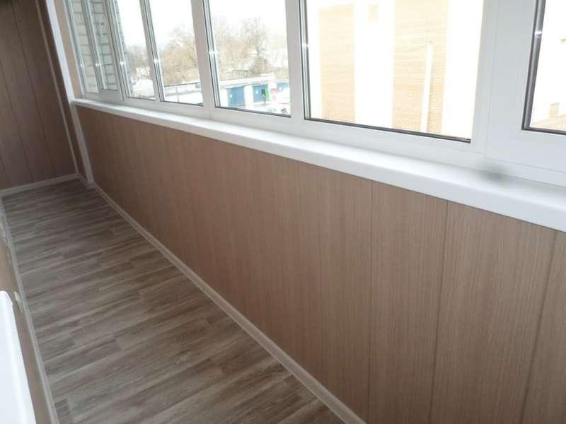Монтаж водостойкого ламината на балконах и лоджиях в Москве и Московской области