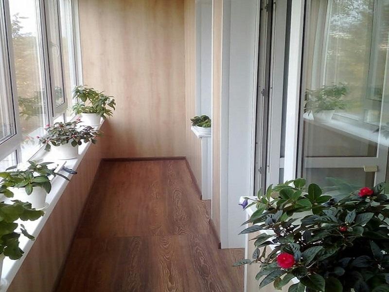 Ламинат на балконе и лоджии в Москве и Московской области