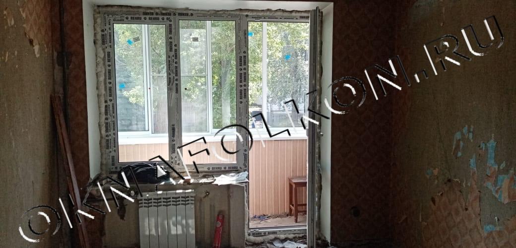 Двухстворчатое окно с дверью на балкон