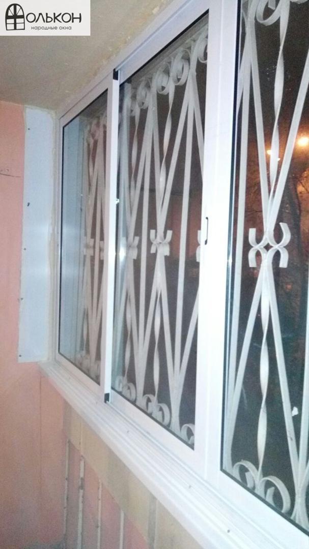 Остекление балкона с решёткой