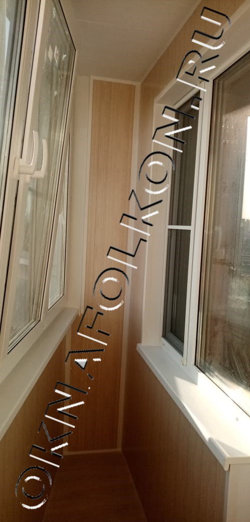 Теплое остекление лоджии окнами ПВХ с отделкой пластиковой вагонкой